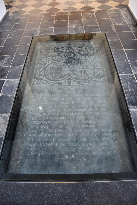 Dalle funéraire de la famille Baillet Latour