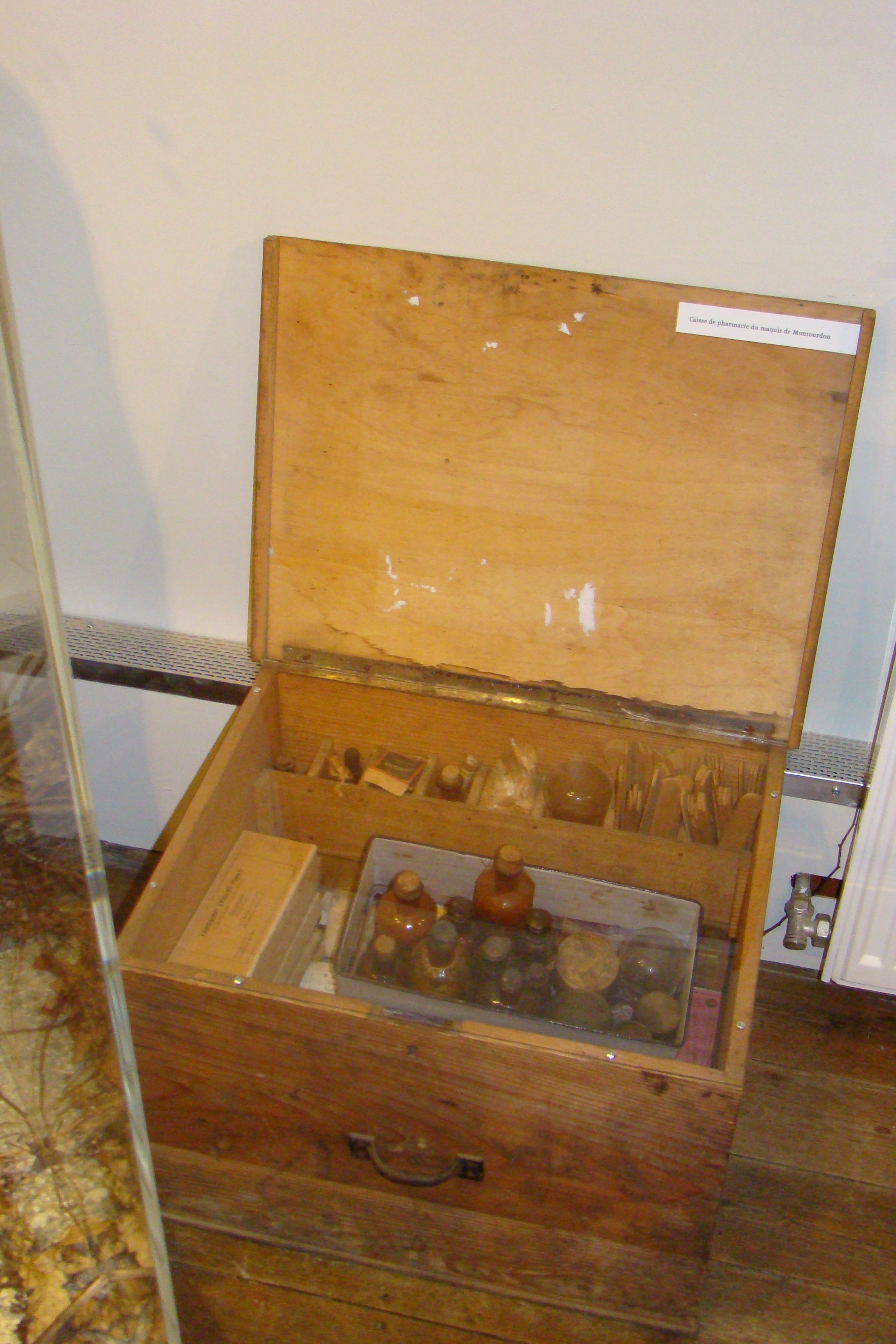 Caisse de l'infirmerie du maquis de Montourdon, don